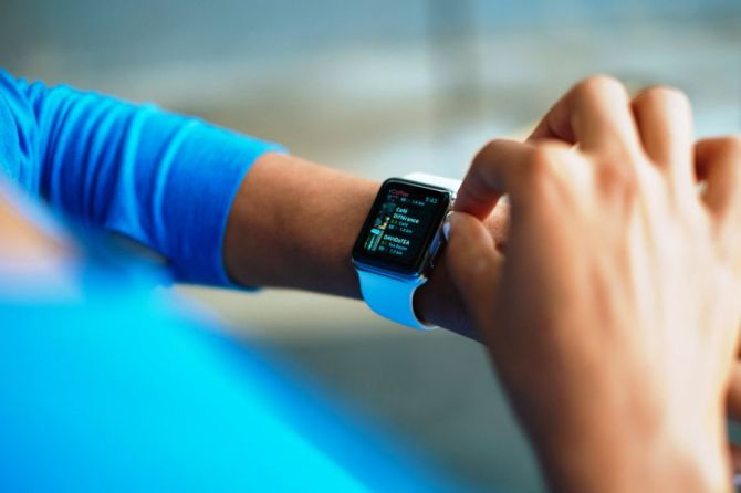 Apple Is Said to Develop EKG Heart Monitor for Future Watch