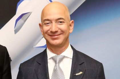 Bezos Sells $1 Billion a Year in Amazon Stock for Space Project