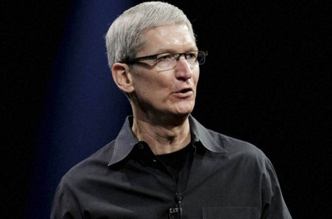 Apple CEO Sees Dividend Hikes, Calls Succession a Priority